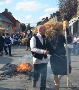2015 Fête Villageoise Cortège Brulach Sorcières de Stmbruges (142).JPG