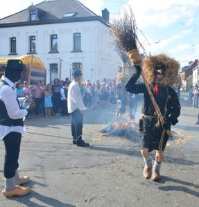 2015 Fête Villageoise Cortège Brulach Sorcières de Stmbruges (113).JPG