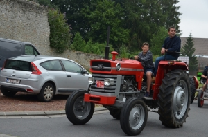 2015 Fête Villageoise Défilé des Tracteurs (91).JPG